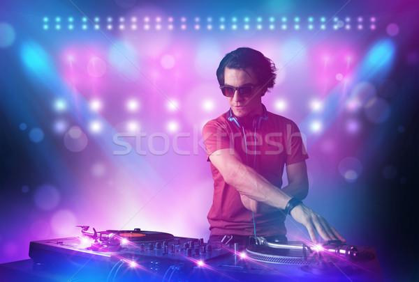 Disc jockey muziek draaitafels fase lichten jonge Stockfoto © ra2studio