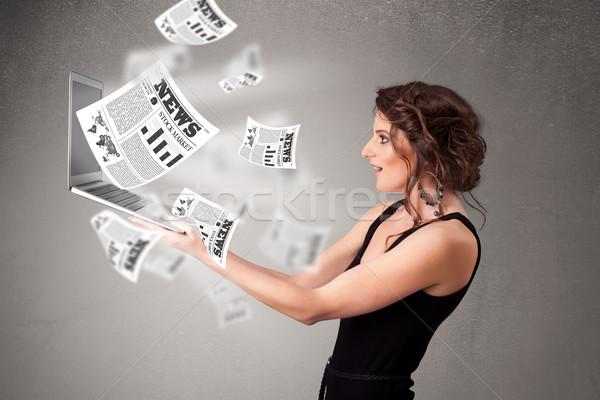 Jeune femme portable lecture explosive nouvelle Photo stock © ra2studio