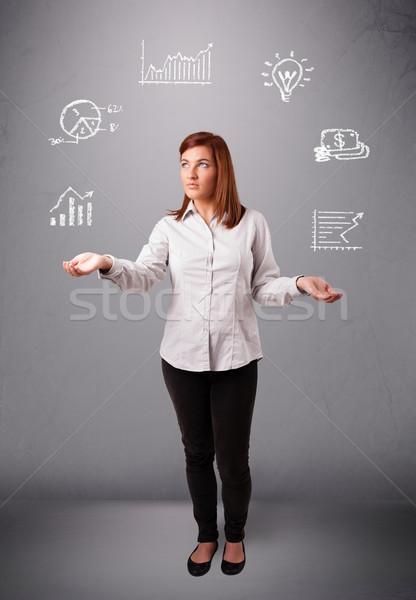 Mooie jonge vrouw jongleren statistiek grafieken hand Stockfoto © ra2studio