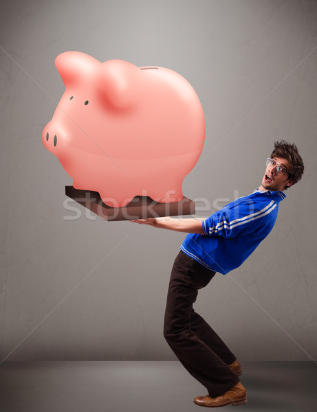 Stockfoto: Knappe · man · reusachtig · spaargeld · spaarvarken · knap
