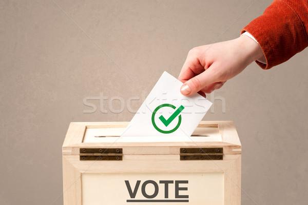 Mannelijke hand stemming stemmen vak Stockfoto © ra2studio
