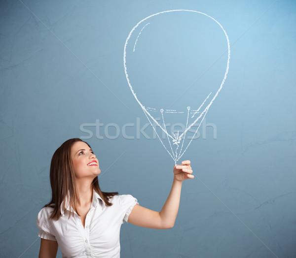 Stock fotó: Gyönyörű · nő · tart · léggömb · rajz · gyönyörű · fiatal · nő