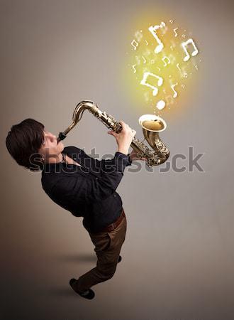 Jonge muzikant spelen saxofoon muziek merkt aantrekkelijk Stockfoto © ra2studio