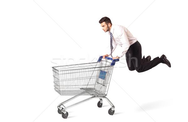 Zdjęcia stock: Biznesmen · koszyk · popychanie · odizolowany · uruchomiony · rynku