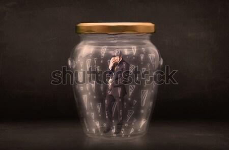 Om de afaceri prins borcan afaceri sticlă securitate Imagine de stoc © ra2studio