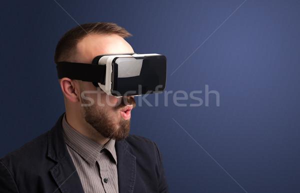 üzletember virtuális valóság védőszemüveg meglepett technológia Stock fotó © ra2studio