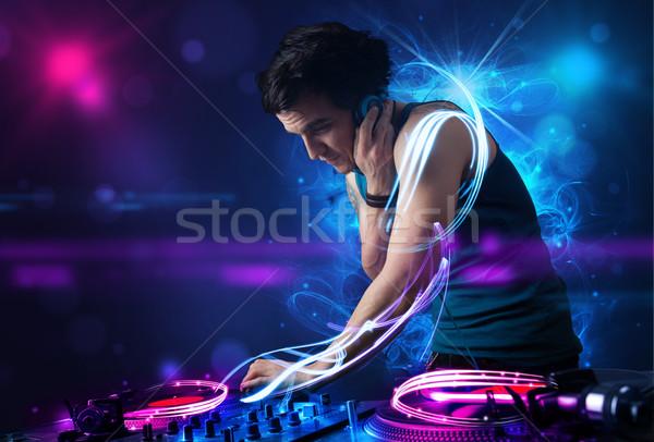 Disc-jockey jouer musique effets de lumière lumières jeunes Photo stock © ra2studio