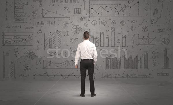 セールスマン ビジネス チャート 壁 成功した ビジネスマン ストックフォト © ra2studio