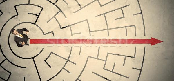 Stock fotó: üzletember · áll · körkörös · labirintus · piros · nyíl