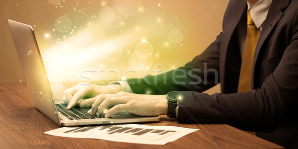 ビジネスマン 作業 高速 ノートパソコン エレガントな 座って ストックフォト © ra2studio