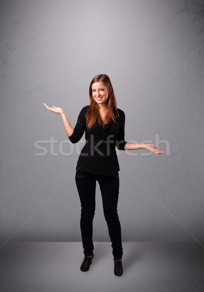 Mooie jonge dame jongleren exemplaar ruimte permanente Stockfoto © ra2studio
