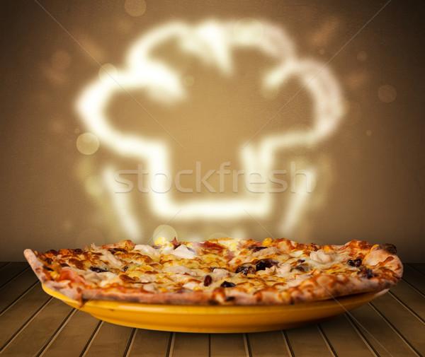 Délicieux pizza chef Cook chapeau vapeur Photo stock © ra2studio