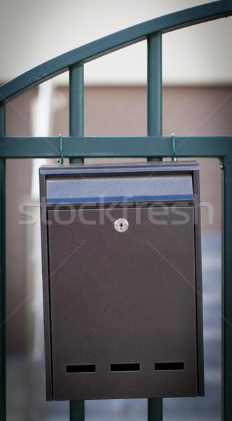 W górę poczty ulicy ogrodzenia papieru ściany Zdjęcia stock © ra2studio