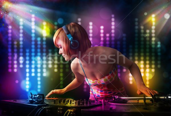 Meisje spelen disco licht show mooie Stockfoto © ra2studio