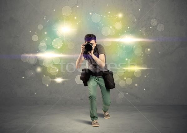 Fotógrafo luces jóvenes amateur profesional Foto stock © ra2studio