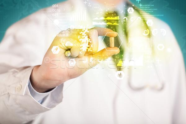 Médico píldora dedos blanco abrigo Foto stock © ra2studio
