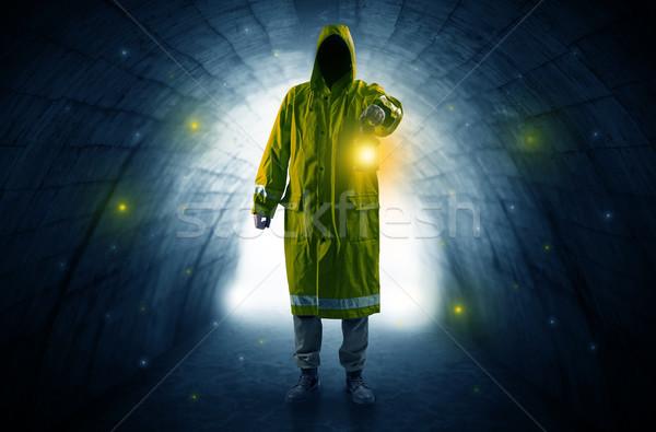 Człowiek spaceru latarnia ciemne tunelu brzydkie Zdjęcia stock © ra2studio