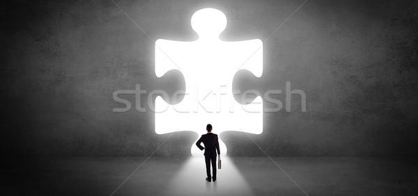 Affaires permanent grand puzzle pièce regarder Photo stock © ra2studio