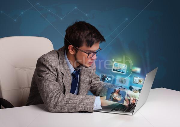 魅力的な 若い男 座って デスク を見て 写真 ストックフォト © ra2studio