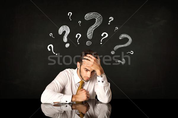 Posiedzenia biznesmen znaki zapytania depresji tle młodych Zdjęcia stock © ra2studio
