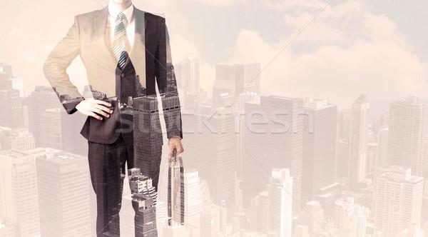 Knap zakenman stadsgezicht kantoor man stad Stockfoto © ra2studio
