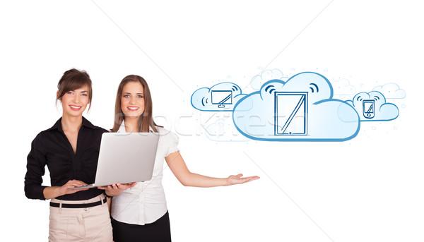 Stock fotó: Fiatal · nők · bemutat · modern · eszközök · felhők · izolált