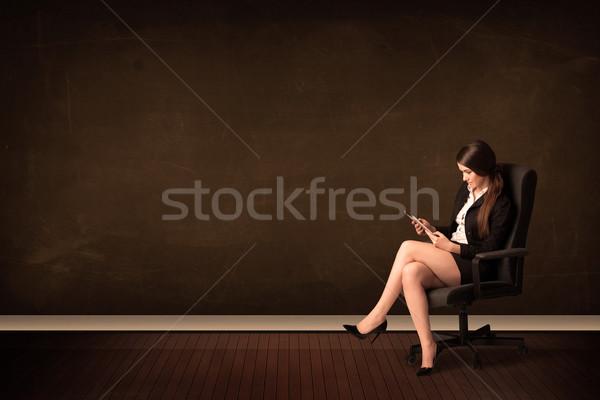 Stock fotó: üzletasszony · tart · magas · tech · tabletta · barna