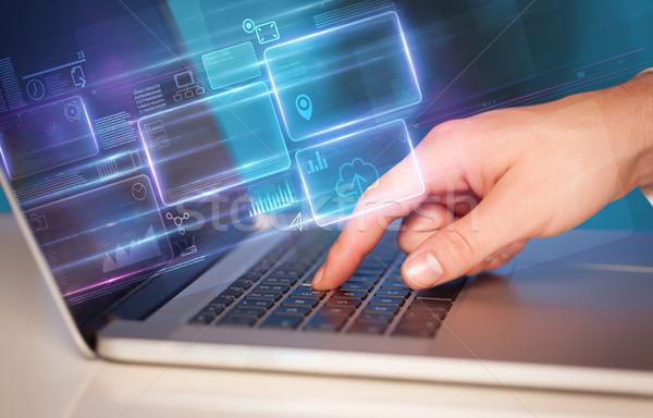 El dizüstü bilgisayar kullanıyorsanız bilgi veritabanı çevrimiçi Stok fotoğraf © ra2studio