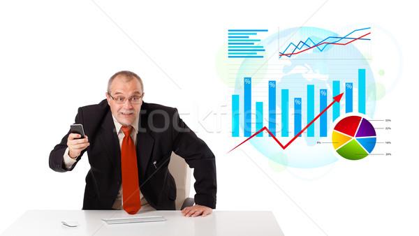 Imprenditore seduta desk statistiche Foto d'archivio © ra2studio