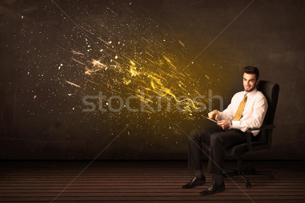 Empresario tableta energía explosión negocios Internet Foto stock © ra2studio