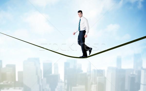 Verkoper lopen touw boven stad City Scape Stockfoto © ra2studio
