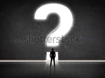 Uomo d'affari guardando muro luminoso punto di domanda ufficio Foto d'archivio © ra2studio