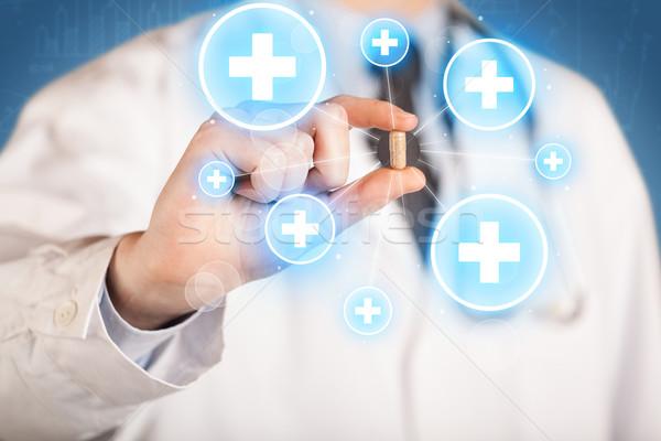 Médico píldora cruces doctor de sexo masculino abrigo Foto stock © ra2studio