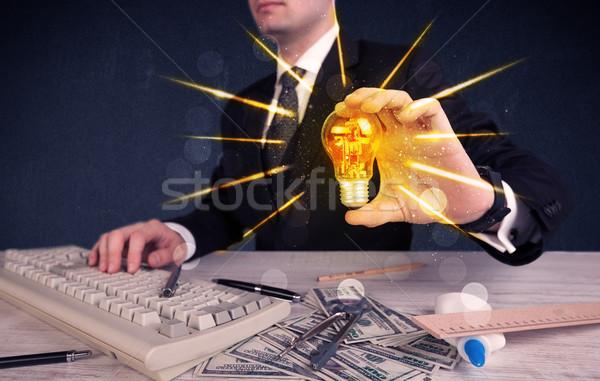 事業者 電気 電球 男性 手 ストックフォト © ra2studio