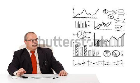Foto d'archivio: Imprenditore · seduta · desk · diagrammi · isolato