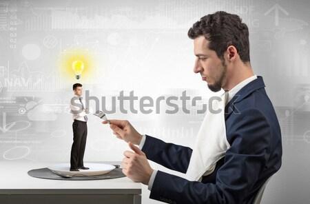 Boos zakenman wapen verbergen achter Maakt een reservekopie Stockfoto © ra2studio