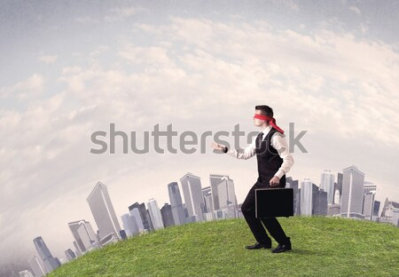Geblinddoekt zakenman lopen jonge stappen Stockfoto © ra2studio
