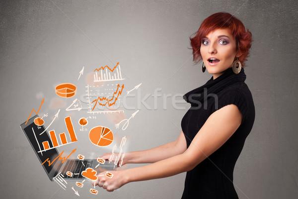 Сток-фото: красивой · Lady · ноутбук · статистика