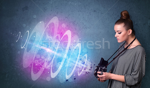 Fotografo ragazza foto potente luce Foto d'archivio © ra2studio