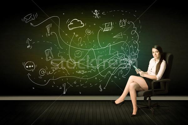Stockfoto: Zakenvrouw · vergadering · stoel · tablet · media