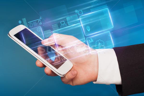 Main téléphone informations base de données rapports ligne Photo stock © ra2studio