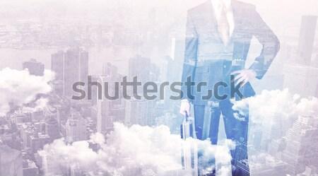 Zakenman permanente stad man muur Stockfoto © ra2studio