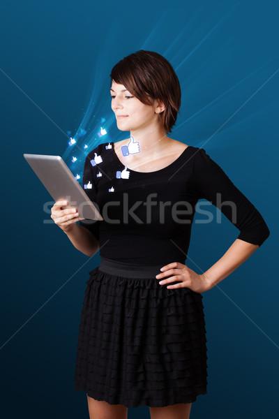 Stok fotoğraf: Genç · iş · kadını · bakıyor · modern · tablet · soyut