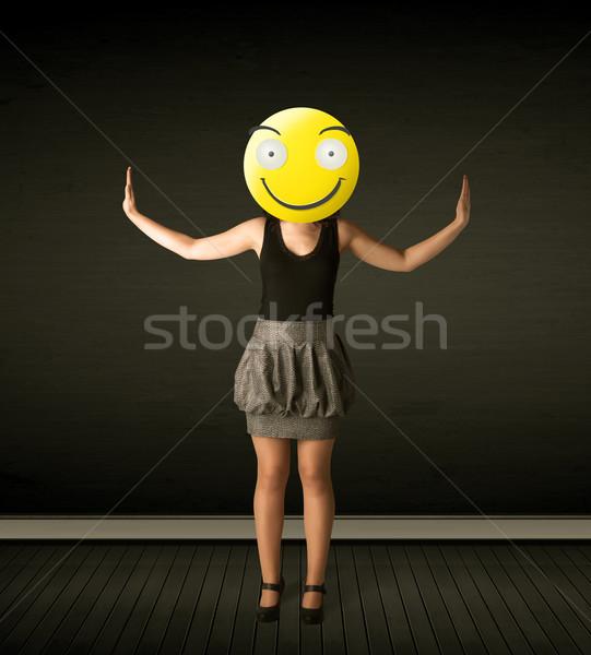 Stock fotó: üzletasszony · mosolygós · arc · vicces · citromsárga · üzlet · mosoly