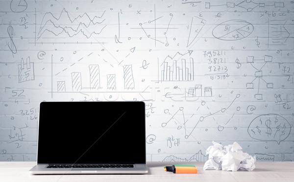 ノートパソコン デスク ビジネス チャート 壁 プロ ストックフォト © ra2studio