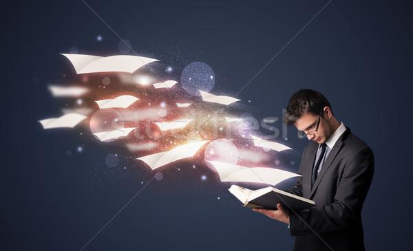 Młodych facet czytania książki pływające na zewnątrz Zdjęcia stock © ra2studio