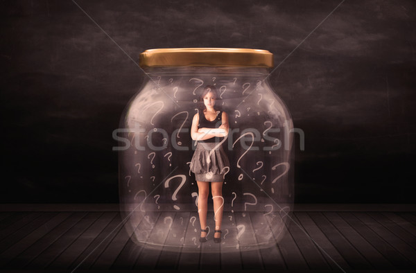 Foto stock: Empresária · trancado · jarra · pontos · de · interrogação · vidro · assinar