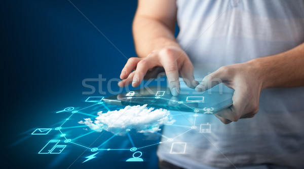 Main comprimé réseau cloud technologie Photo stock © ra2studio