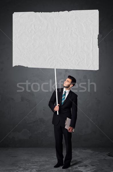 Zakenman boekje papier jonge groot Stockfoto © ra2studio