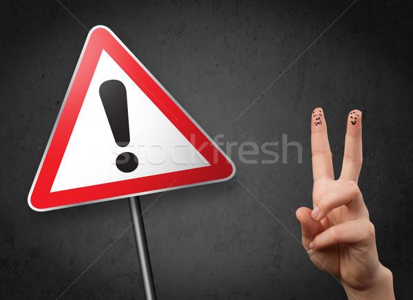 Stockfoto: Gelukkig · vrolijk · vingers · naar · driehoek